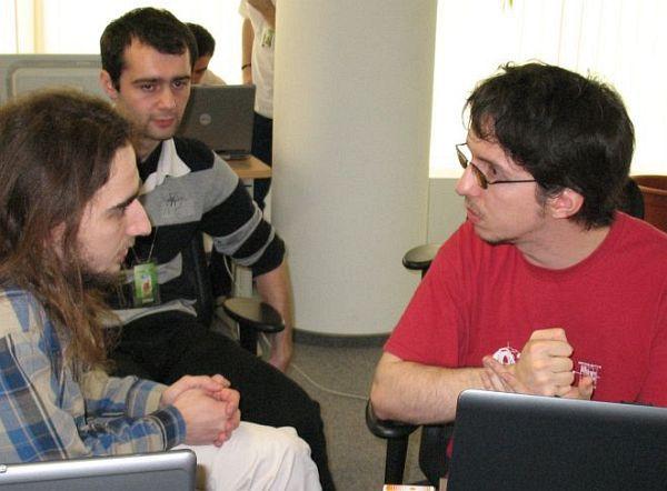Echipa Sytech (Calin Juravle, Andreas Resios, Adrian Buzgar) pregatindu-se sa sustina proiectul UpCity inaintea juriului