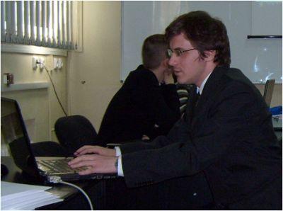 Vlad Manea prezentându-și proiectul Web
