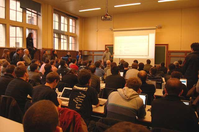 Instantaneu al unei prezentări FOSDEM